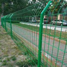 护栏网哪里有@涂塑焊接高速公路护栏网片安装方法@山东威海铁丝围栏网厂家是河北优盾